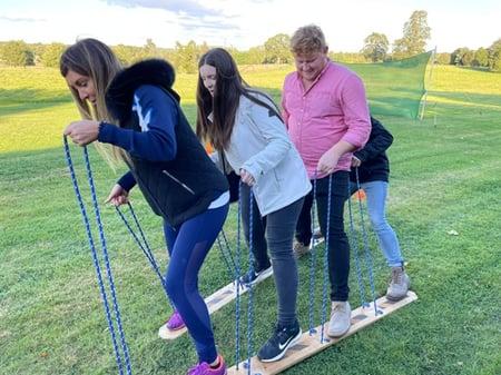 Teamwork - skiing 500 height